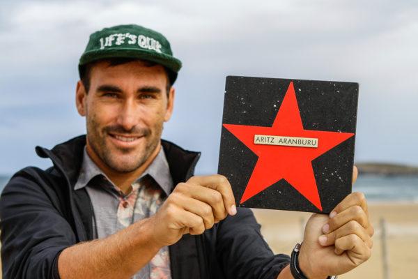 ARITZ ARANBURU DEJÓ SU HUELLA EN EL PASEO DE LAS ESTRELLAS